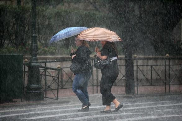 """Αρναούτογλου: """"«Ατμοσφαιρικό μποτιλιάρισμα» από την Πέμπτη φέρνει βροχές και καταιγίδες"""""""
