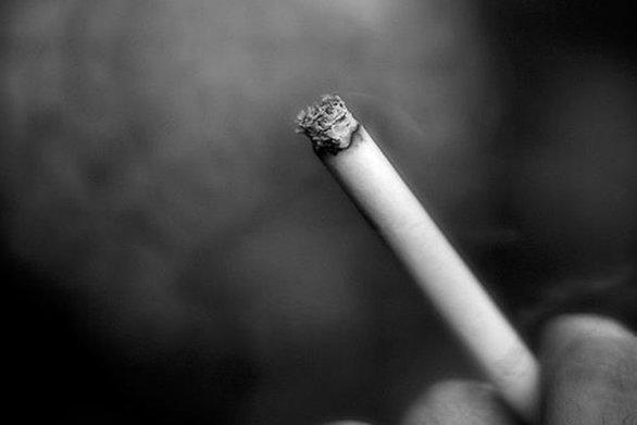 Το κάπνισμα αυξάνει τον κίνδυνο εμφάνισης κατάθλιψης και σχιζοφρένειας