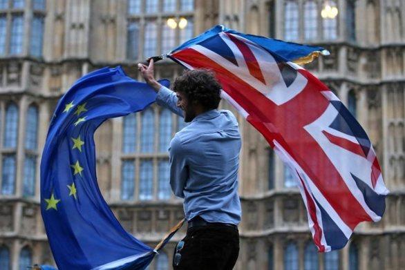 Βρετανία: Αγώνας δρόμου και συνεργασίες από μικρότερα κόμματα για να αποφευχθεί το Brexit