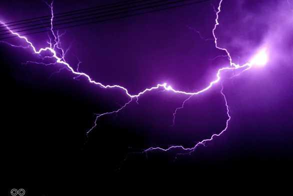 """Λίγο πριν ξεσπάσει η καταιγίδα ο ουρανός της Πάτρας """"ηλεκτρίστηκε"""" (φωτό)"""