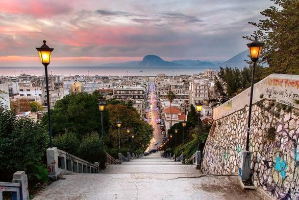 Αλλάζουν οι ιστορικές σκάλες του κέντρου της Πάτρας μέχρι το 2022!