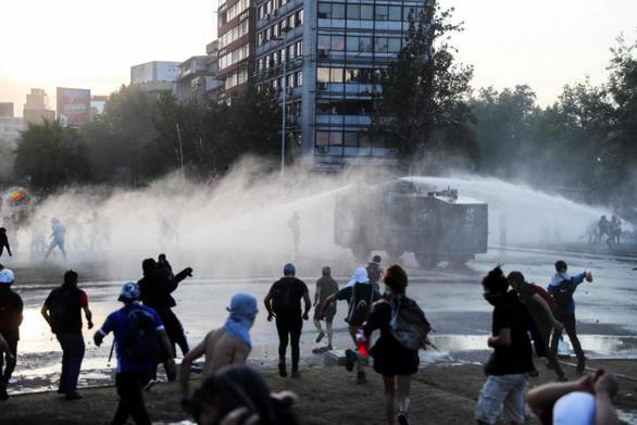 Χιλή: Νέες συγκρούσεις στο Σαντιάγκο - Έφτασαν τους 22 οι νεκροί