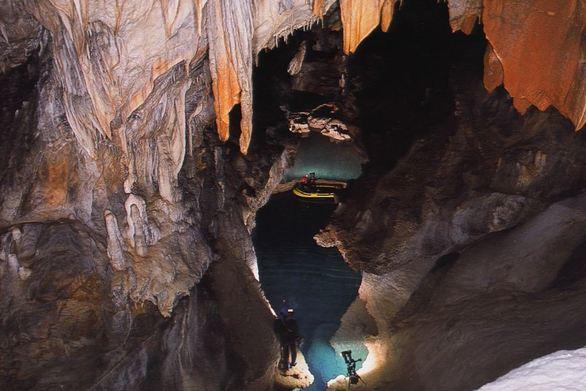 Το σπήλαιο με τις 13 λίμνες είναι μοναδικό - Ένα θαύμα της φύσης δίπλα στα Καλάβρυτα (pics+video)