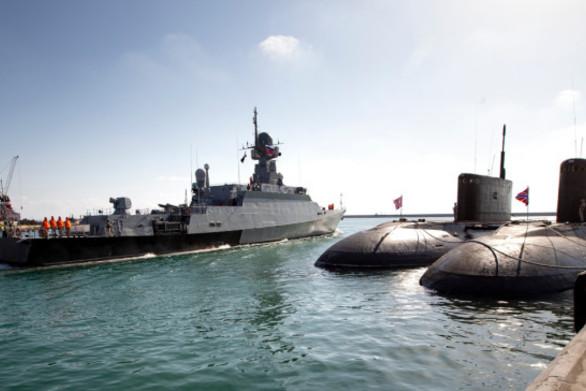Η Ρωσία παραδίδει στην Ουκρανία τα τρία πολεμικά πλοία