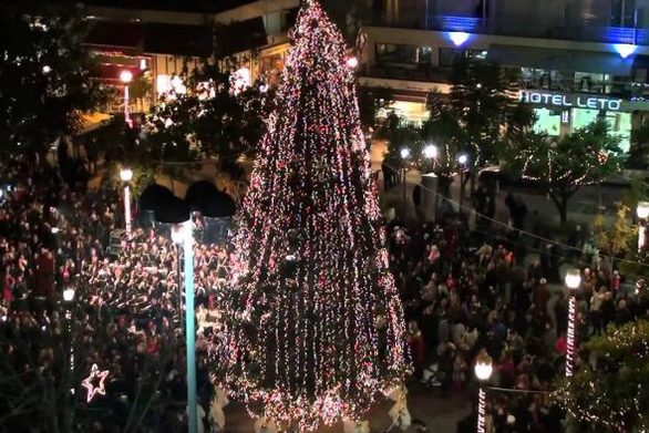 Ο δήμος Αγρινίου θα εξοπλιστεί με 95 χριστουγεννιάτικα δέντρα!