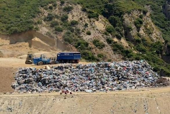 """ΟΙ.ΚΙ.ΠΑ.: """"Τα σκουπίδια δεν κρύβονται κάτω από κανένα χαλί""""!"""