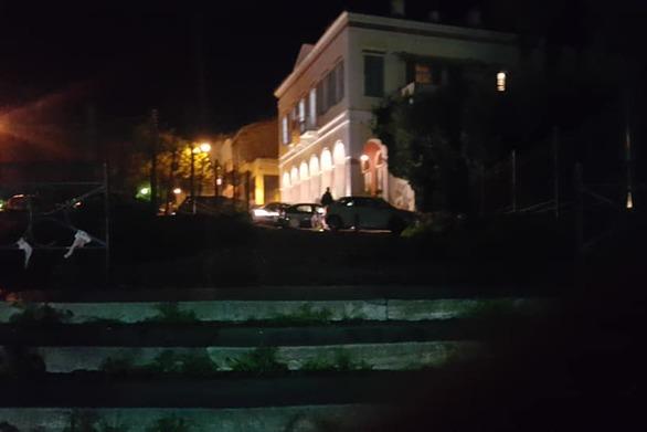 Με το φακό στις σκάλες της Πατρέως - Δεν υπάρχει ούτε ένα φως αναμμένο