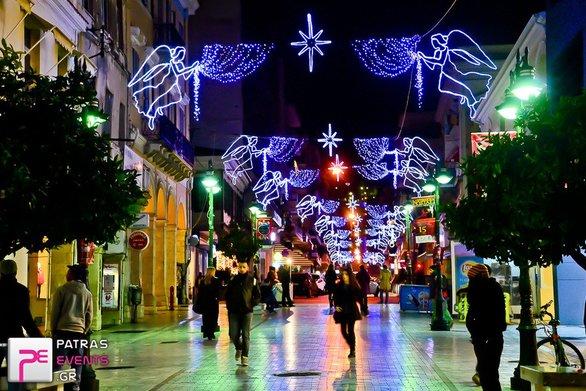 """Η Πάτρα """"φοράει"""" τα γιορτινά της - Ανάβει ο χριστουγεννιάτικος διάκοσμος!"""