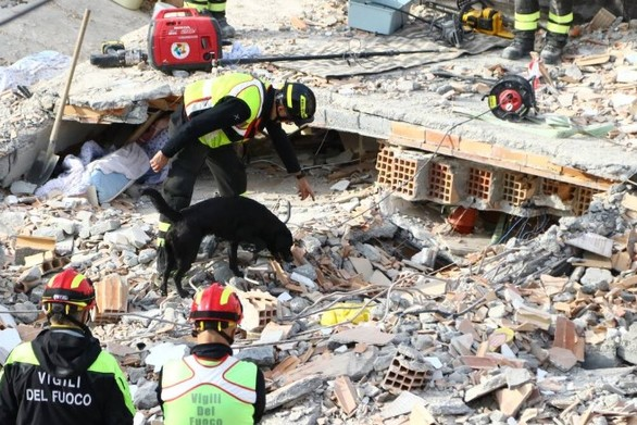 """Η Πάτρα αγκαλιάζει το σεισμόπληκτο Δυρράχιο - """"Η πόλη έχει ερημώσει, ο κόσμος έχει φύγει..."""""""