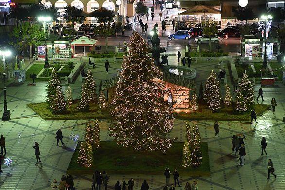 Στην Πάτρα... Χριστούγεννα είναι...