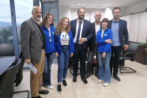 Συνάντηση του κ. Φαρμάκη με την ομάδα της Αχαΐας που κέρδισε το αργυρό μετάλλιο στην Ολυμπιάδα Ρομποτικής