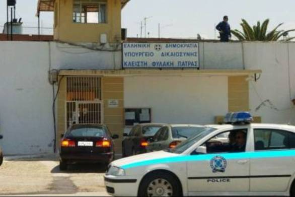 """Υπ. Προστασίας Πολίτη: """"Σκηνοθετημένη η φωτογραφία του κρατούμενου με επιδέσμους στον Άγιο Στέφανο"""""""