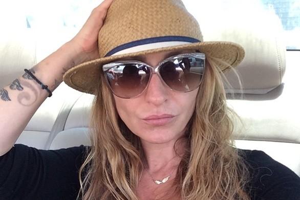 Ρούλα Ρέβη: «Φιλίες που είναι μόνο για καλέσματα ή χαρές… στα δύσκολα εξαφανιζόλ»