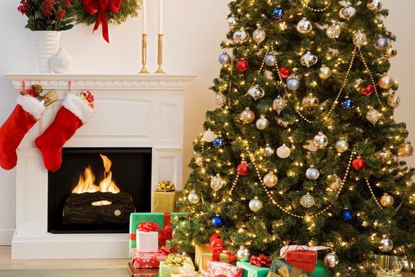 """Οι 11 """"χρυσοί κανόνες"""" για να στολίσετε το τέλειο χριστουγεννιάτικο δέντρο!"""