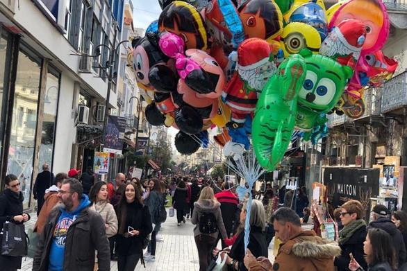 Γιατί στην εορταστική αγορά της Πάτρας ανησυχούν για το κοινωνικό μέρισμα;