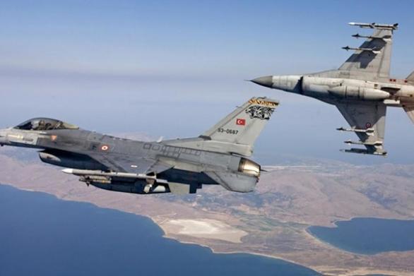 Τουρκικά F-16 πέταξαν πάνω από τη Ρω