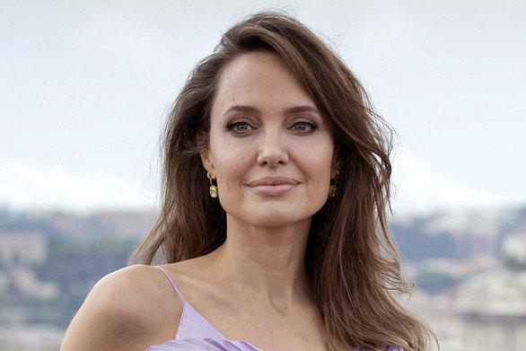 Angelina Jolie - Συναντήθηκε με θαυμαστή της που είχε τατουάζ το πρόσωπό της (φωτο)