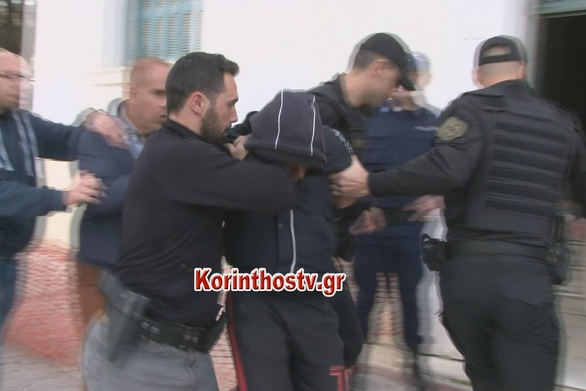 Στον εισαγγελέα Κορίνθου οδηγήθηκαν οι 2 Ρομά για το έγκλημα στους Αγίους Θεοδώρους