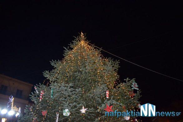 Άναψε το Χριστουγεννιάτικο δέντρο στη Ναύπακτο (pics+video)