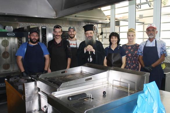 Πάτρα: Σε εγρήγορση η τοπική εκκλησία για τις γιορτές - Δίνει αγάπη στην πράξη