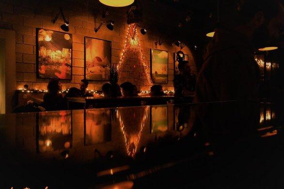 Έχουν και τα μπαράκια της Πάτρας μια γιορτινή χριστουγεννιάτικη ατμόσφαιρα (φωτο)