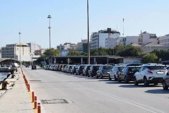 """Πάτρα: Το """"βασίλειο"""" της παράνομης στάθμευσης πήγε στο παλαιό λιμάνι!"""