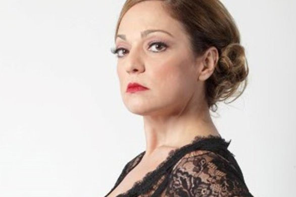 """Ελένη Καρακάση: """"Θυμάμαι πάρα πολύ έντονα τις γιορτές που δούλεψα για πρώτη φορά ως τραγουδίστρια"""""""
