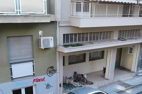 Άστεγοι στις γειτονιές της Πάτρας την ώρα που το κρύο θερίζει