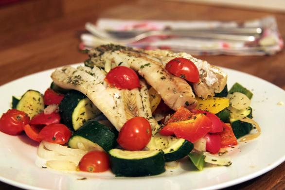 Φιλέτο μπακαλιάρου με λαχανικά στο φούρνο