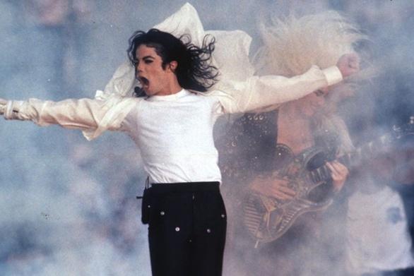 Δικαίωμα για μήνυση έχουν τα φερόμενα θύματα του Michael Jackson!