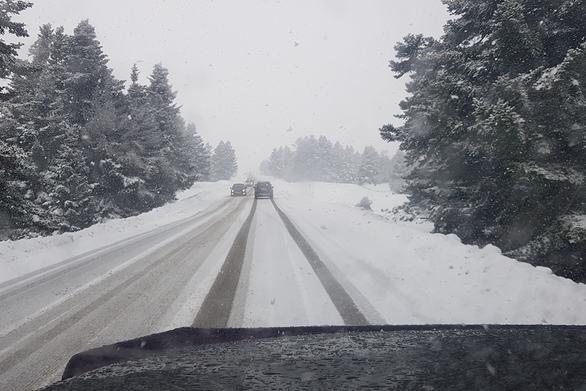 Αχαΐα - Πάνω από 10 άτομα είχαν αποκλειστεί από τα χιόνια στο Βραχνί και στο Σούβαρδο