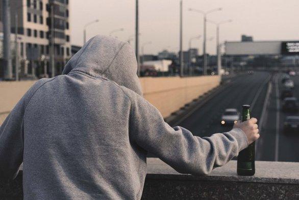 Η αύξηση του ελάχιστου μισθού σχετίζεται με μείωση στις αυτοκτονίες