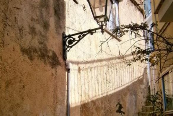 Ένα στενάκι κάπου στην Πάτρα... (φωτο)