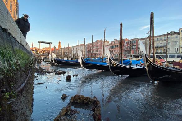 «Στέρεψαν» τα κανάλια της Βενετίας (video)