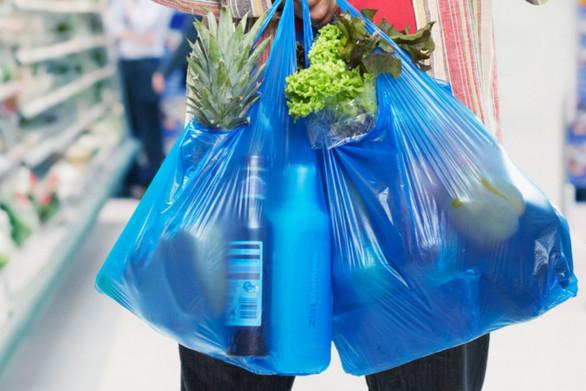 Νομοθετική ρύθμιση φέρνει νέο «χαράτσι» στις πλαστικές σακούλες