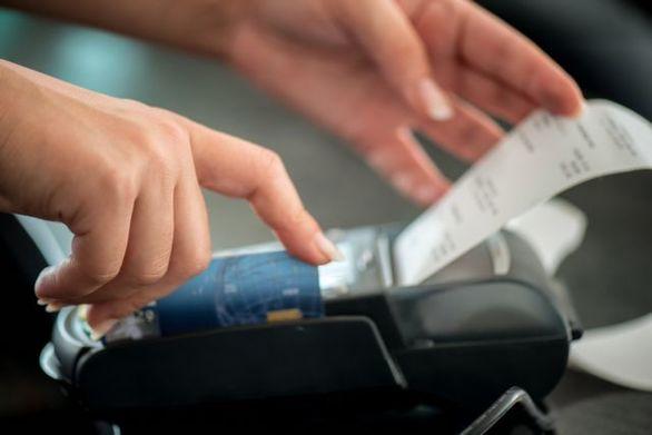 Ηλεκτρονικές αποδείξεις: Ποιοι εξαιρούνται από το 30% του εισοδήματος