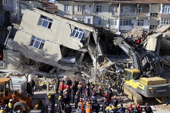 """""""Κατάπιε"""" κτίρια ο εγκέλαδος στην Τουρκία"""