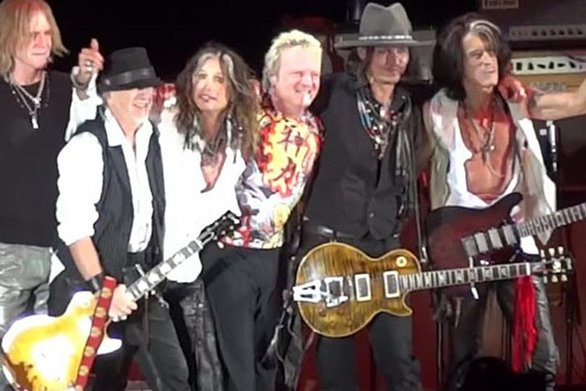 Johnny Depp & Alice Cooper επί σκηνής για τα 50 χρόνια των Aerosmith