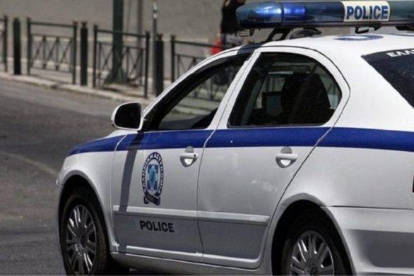 """Πάτρα: Οδηγός έχασε τον έλεγχο και """"καρφώθηκε"""" σε φανάρι"""