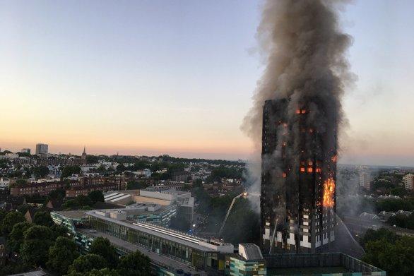 Ο Στιβ ΜακΚουίν θα παρουσιάσει ταινία με θέμα τη φονική πυρκαγιά στον πύργο Γκρένφελ