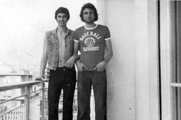 Ζωή σαν παραμύθι - Δυο αδέλφια από την Πάτρα σε ένα μπαλκονάκι στην οδό Κάρπου, εν έτει 1972