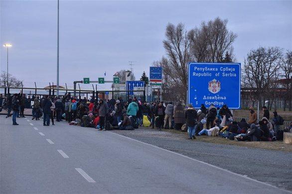 Σερβία: Απομακρύνθηκαν οι μετανάστες που είχαν αποκλείσει τα σύνορα με την Ουγγαρία
