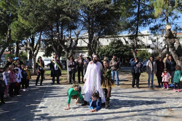 Πατρα - Η Καρναβαλούπολη στήθηκε και γέμισε με χαρούμενες παιδικές φωνές (φωτο)