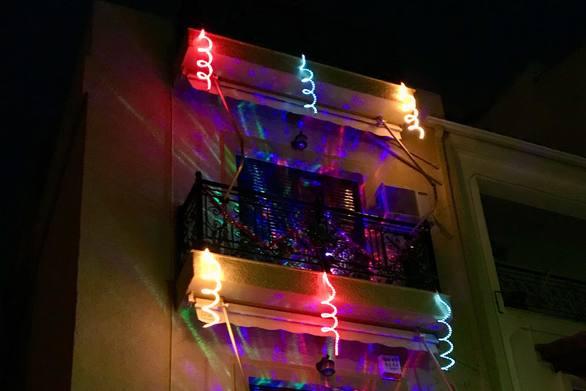 """Ιδέα! - """"Ντύνουμε"""" τα σπίτια μας για να κάνουμε την Πάτρα μια πραγματικά καρναβαλική πόλη;"""