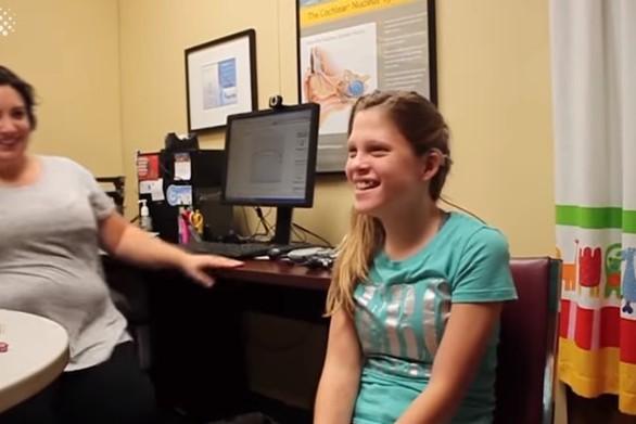 Παιδιά ακούν για πρώτη φορά στη ζωή τους (video)