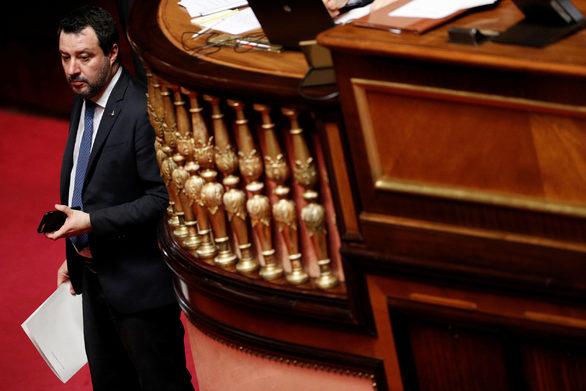 """Σαλβίνι: Παραπέμπεται σε δίκη για """"παρεμπόδιση ατομικής ελευθερίας"""""""