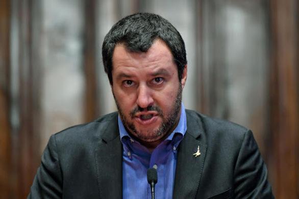 Σαλβίνι: Δεν ζητάμε την έξοδο της Ιταλίας από το ευρώ
