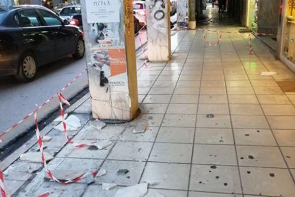 Πάτρα: Πτώση μαρμάρου στην Κανακάρη (φωτο)