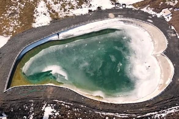 Η εκπληκτική αλπική σμαραγδένια καρδιά της Ηπείρου από ψηλά (video)