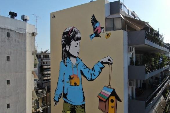"""Πάτρα - Η ιστορία που """"κρύβεται"""" πίσω από το mural της Χαριλάου Τρικούπη! (video)"""